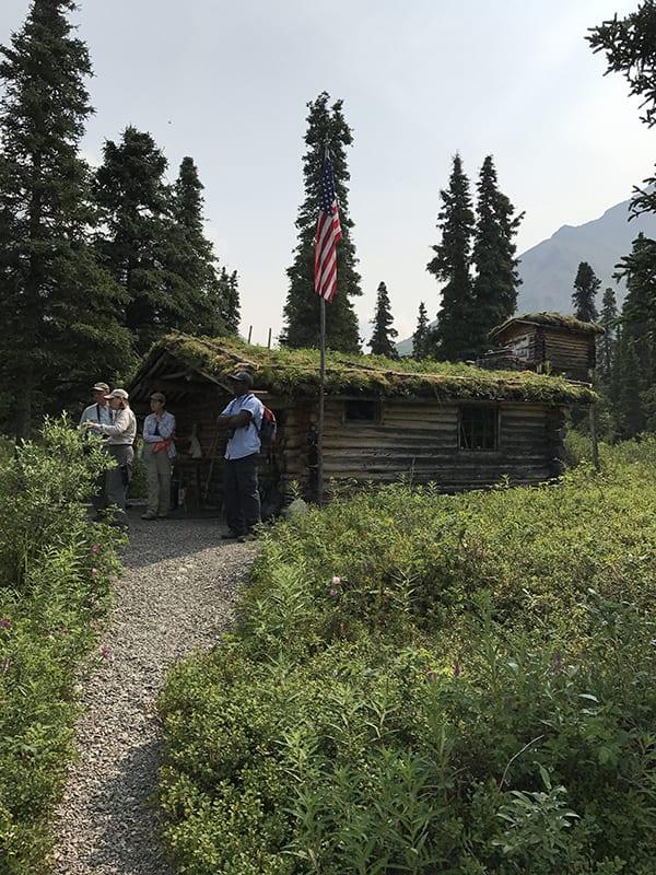 Hiking path to Twin Lakes Cabin